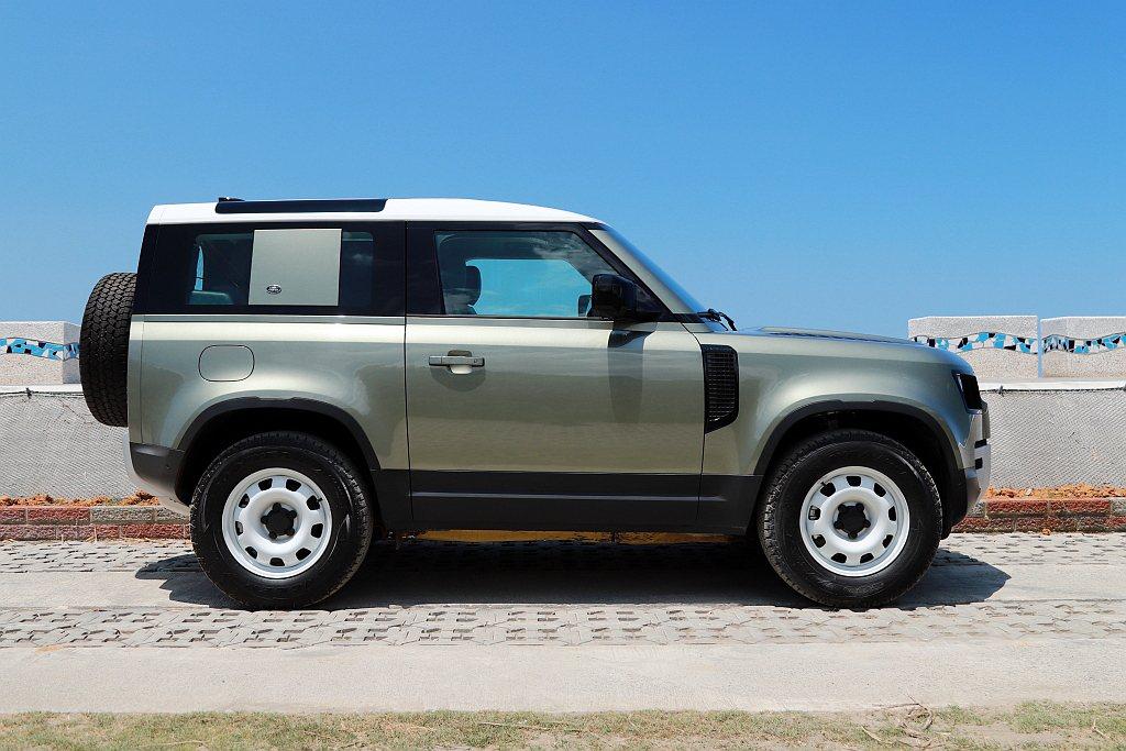 Land Rover Defender 110與Defender 90配置氣壓懸...