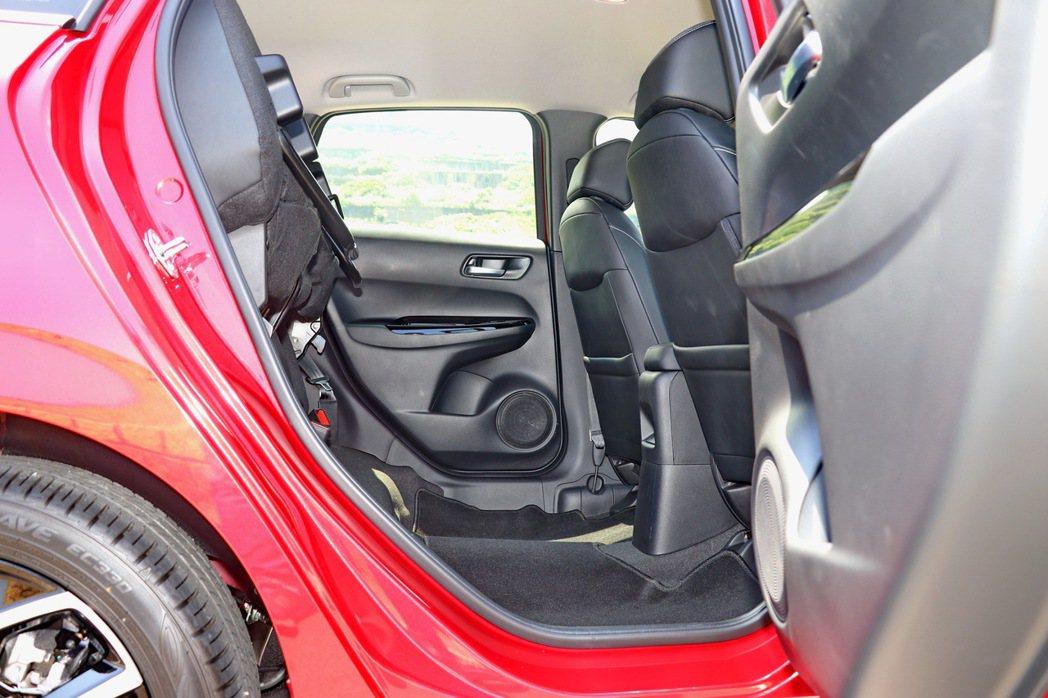 變化多端的 ULTRA SEAT多功能變化座椅,提供多樣的座椅模式變化。 記者陳...