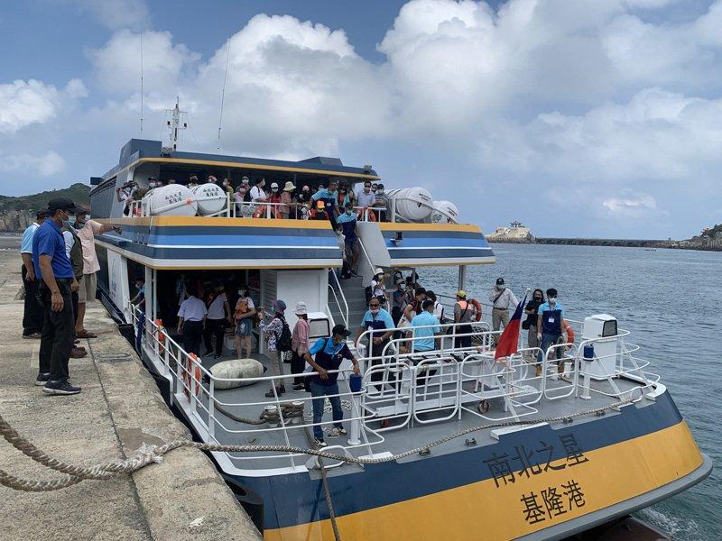 馬祖首艘497噸級高速客輪「南北之星」4日首航東引,上午10時30分抵達東引中柱碼頭,11時返回南竿,並開放民眾登船參觀20分鐘。 中央社