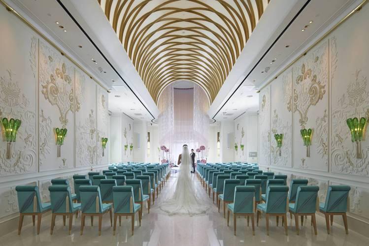 文華閣以挑高圓拱空間和精緻雕花牆面,打造歐式設計氛圍,是政商名流舉行浪漫婚禮的首...