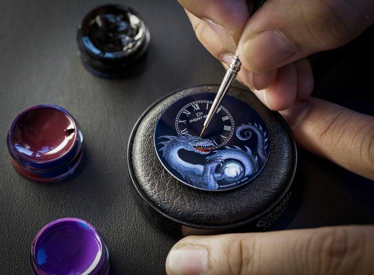 雅克德羅是少數擁有自家琺瑯工坊的瑞士高級鐘表品牌,並在琺瑯工藝上的琢磨甚深。圖 ...