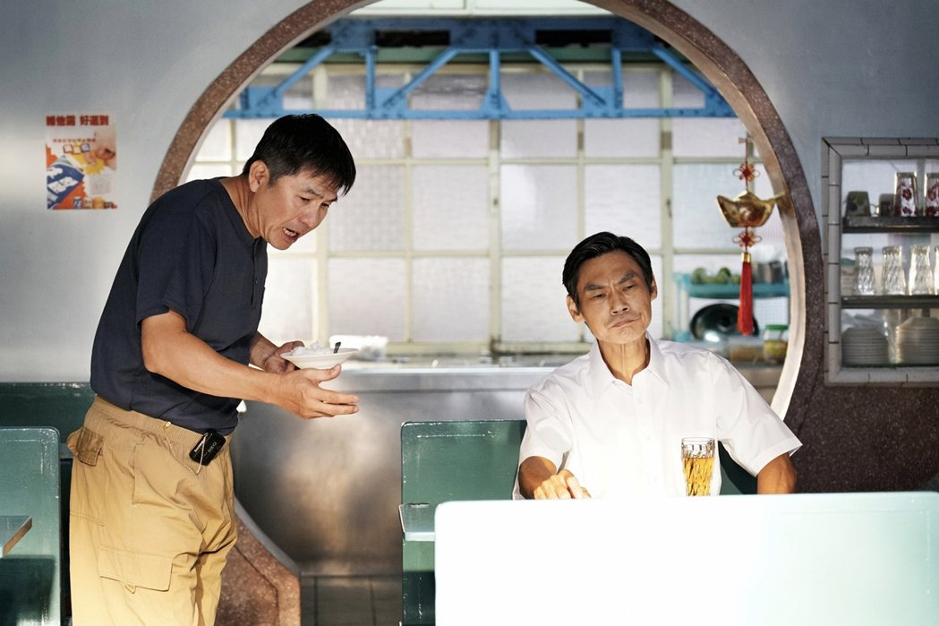 洪都拉斯(左)客串演出「俗女2」。圖/華視提供
