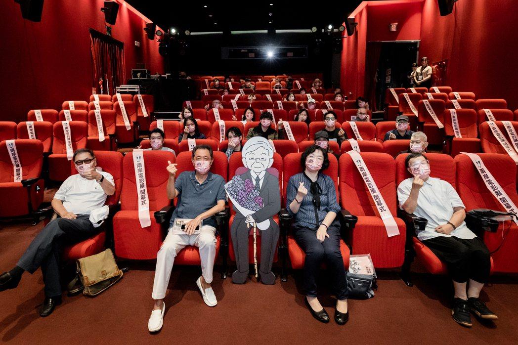 第12屆兩岸電影展開幕,現場正中央擺放李行導演的Q版立牌。圖/兩岸電影展提供