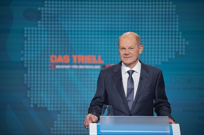 德國副總理兼財政部長蕭茲代表社民黨參選總理,有後來居上之勢。 歐新社
