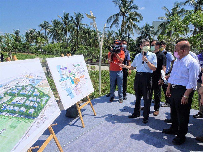 行政院長蘇貞昌昨天到屏東視察高鐵特定區進度。  記者潘欣中/攝影