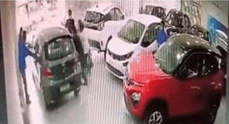影/新車車主直直撞 交車不到1分鐘就要回廠報到