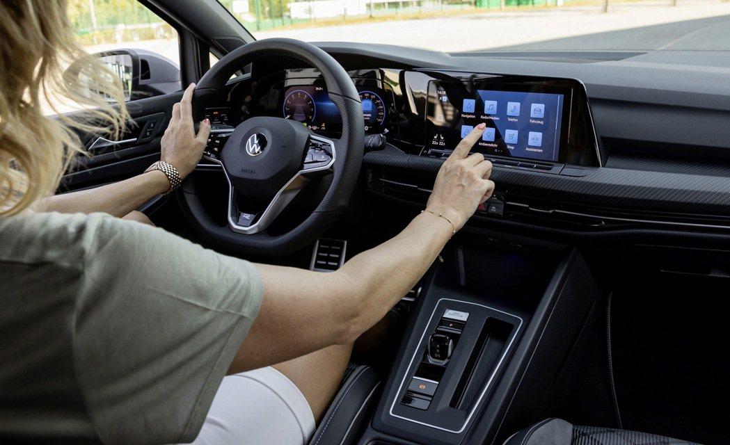 娛樂通訊系統更多功能和普及也是新車價格上周的原因。 摘自Carscoops.co...