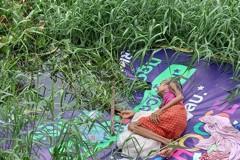 皮包骨阿嬤遭子女棄養 被丟在大水溝旁「差點活活淹死」