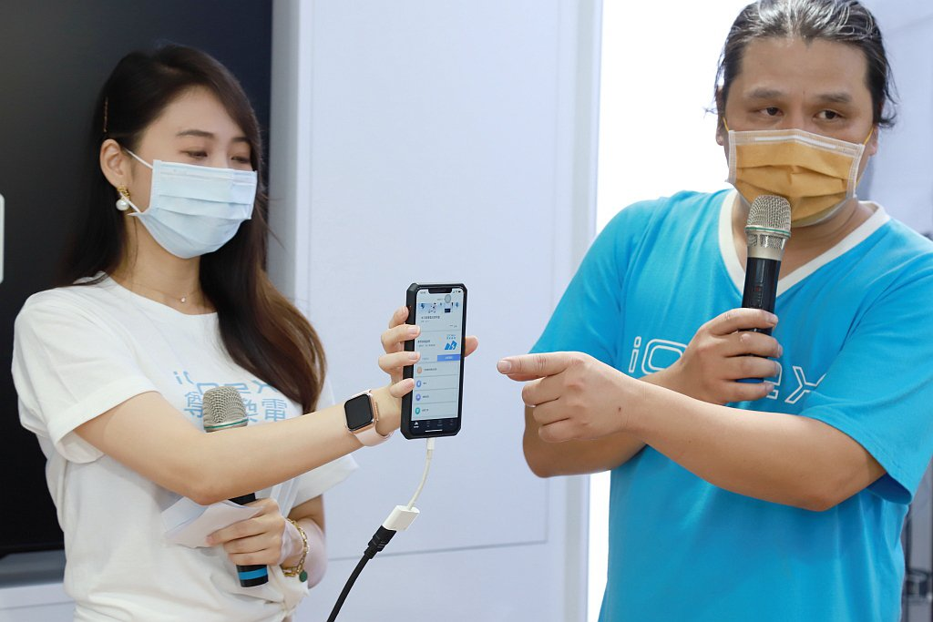 瀚陽車業經理黃濬瀚表示申請光陽「ionex尊榮換電」服務過程簡單快速,到服務據點...