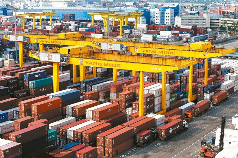 財政部預估,8月出口年增率將維持成長,預估約在20%至25%之間,將是連14紅。圖/聯合報系資料照片
