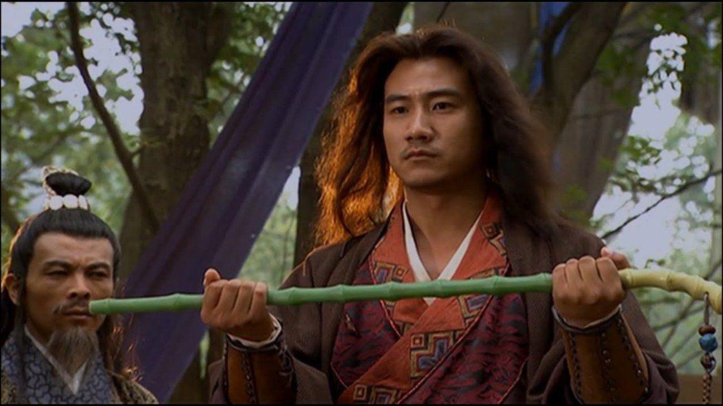 胡軍是最符合原著外形描述的喬峰。圖/摘自YouTube