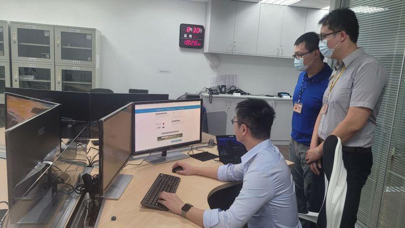刑事局打造數位暨資安鑑識實驗室,斥資數千萬元擴充設備,通過ISO/IEC 17025「Windows 程式行為分析」認證。記者李奕昕/攝影