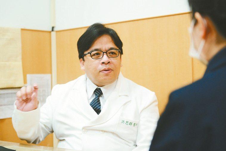 周姓婦人長期飽受下背痛困擾,台北慈濟醫院腎臟內科主任洪思群診斷後,發現是「腰肌膿...