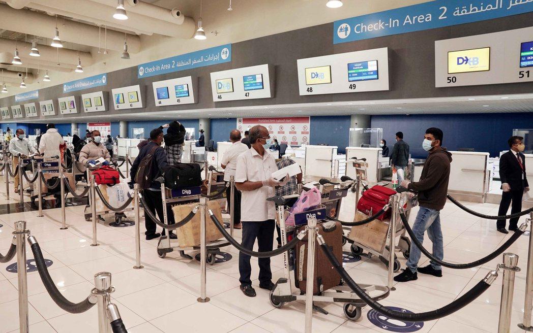 印度民眾正搭機至國內其他地方旅遊,排解居家防疫長達數個月的苦悶,這股旅遊熱正推升...