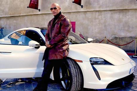 影/Porsche Taycan大銀幕初試啼聲 大隻佬巨石強森塞不進去