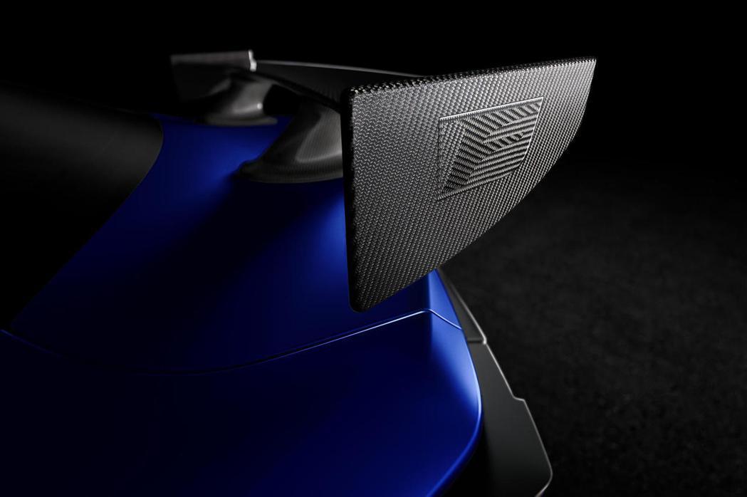 採用碳纖維尾翼藉此強化空氣力學並減輕重量。 圖/LEXUS提供