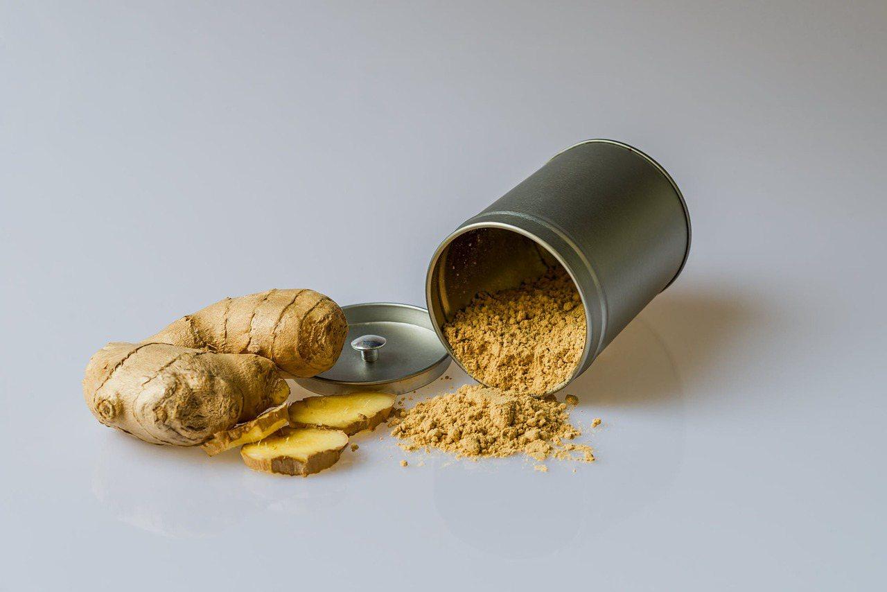 薑的熱量低,含有獨特的「薑辣素」,主要含有薑酚和薑醇兩大成分。 圖/pexels