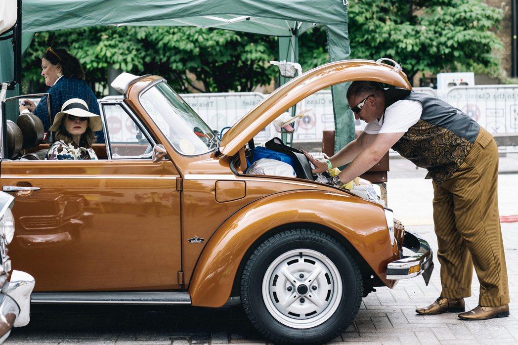 car boot sale 通常在稍微郊區一點以及英國其他地方都有更浩大氣派的場...