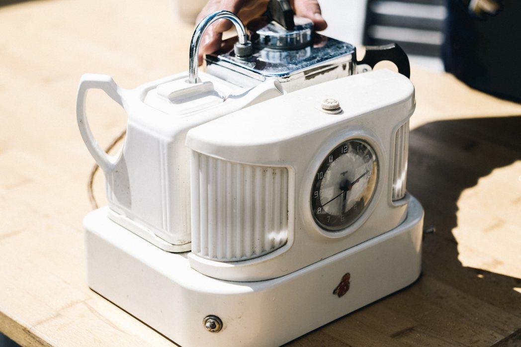 具鬧鐘功能的老式沖茶機 Teasmade。 圖/倫敦男子日常提供