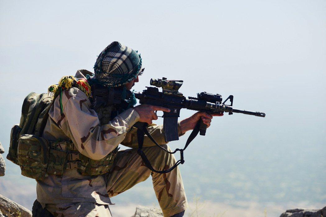 潘杰希爾的反抗軍,雖然收攏的殘兵很多都是阿富汗精銳的特種部隊,但他們缺少武器與彈...