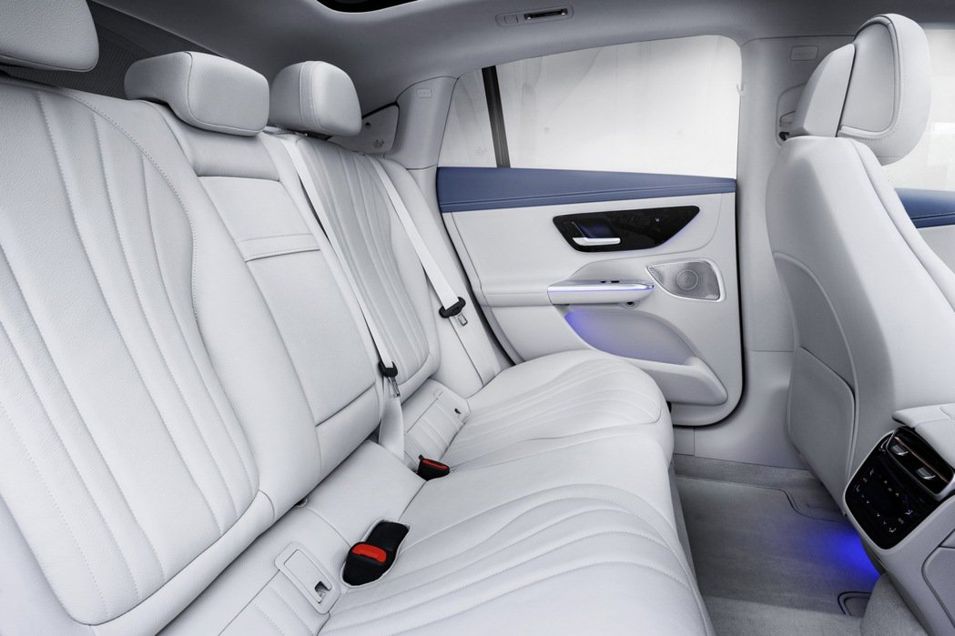 EQE的內裝也一如Mercedes以往的豪華程度。 摘自Mercedes