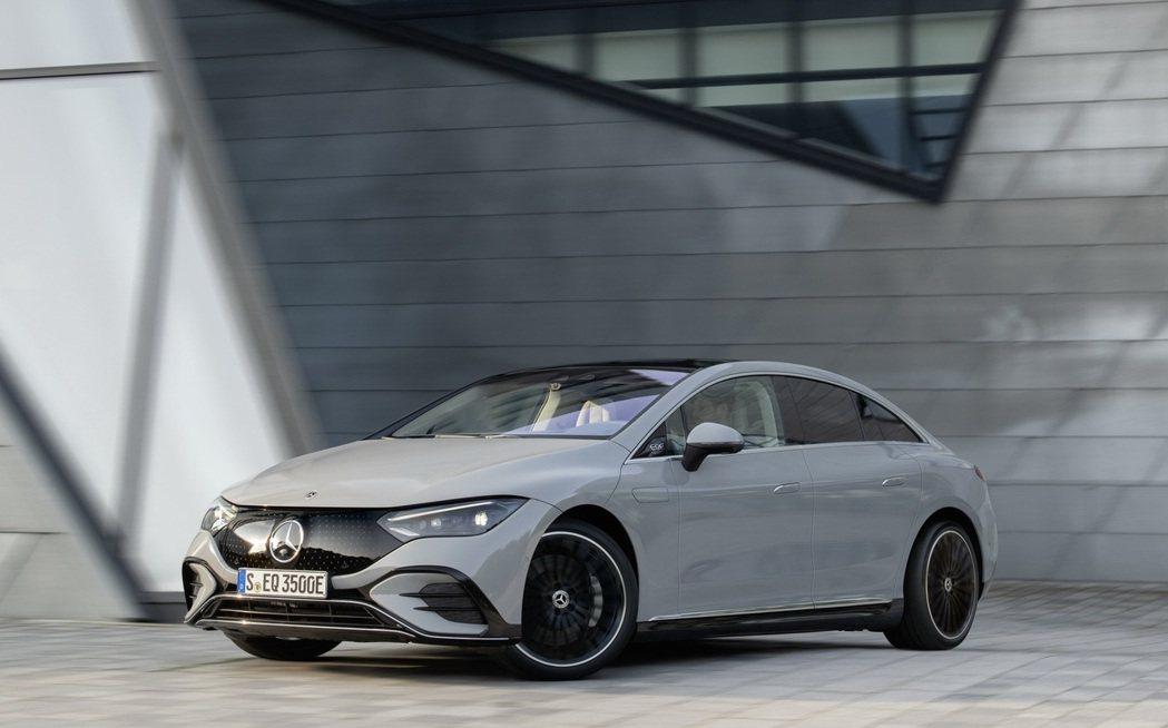 Mercedes-Benz EQE正式亮相,續航力達660公里。 摘自Merce...