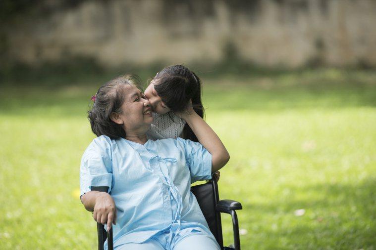 巴金森病不亞於阿茲海默症,是第二常見的神經退化性疾病 。圖/freepik