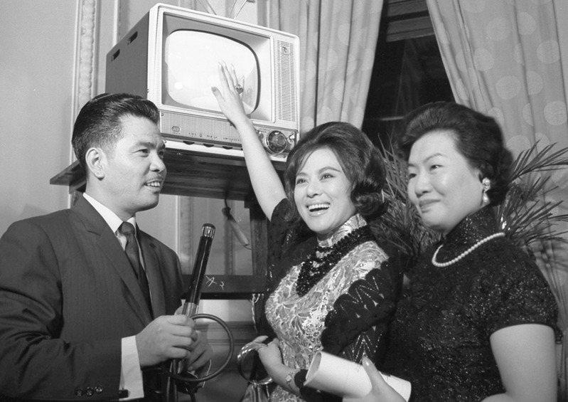 1962年台灣首家電視公司台視試播,在台北賓館為電視試播舉行酒會。圖/聯合報系資料照片
