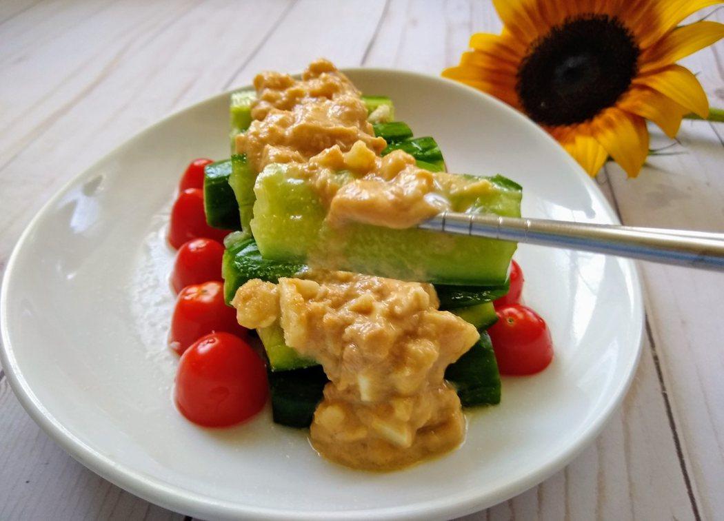 圖文:美國蕃媽/食譜/ 涼拌花生醬黃瓜