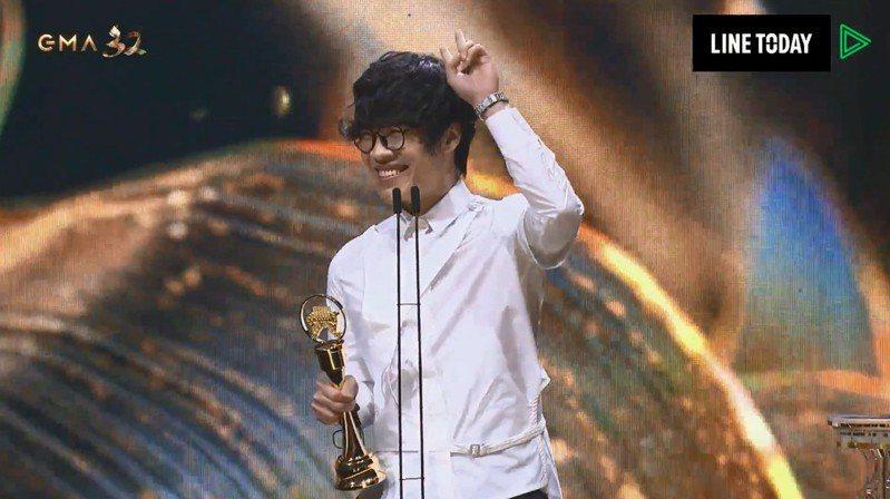 盧廣仲的「刻在我心底的名字」再度擒下金曲獎「年度歌曲」,但近日遭吳宗憲批「抄襲」。圖/翻攝台視、LINE TV