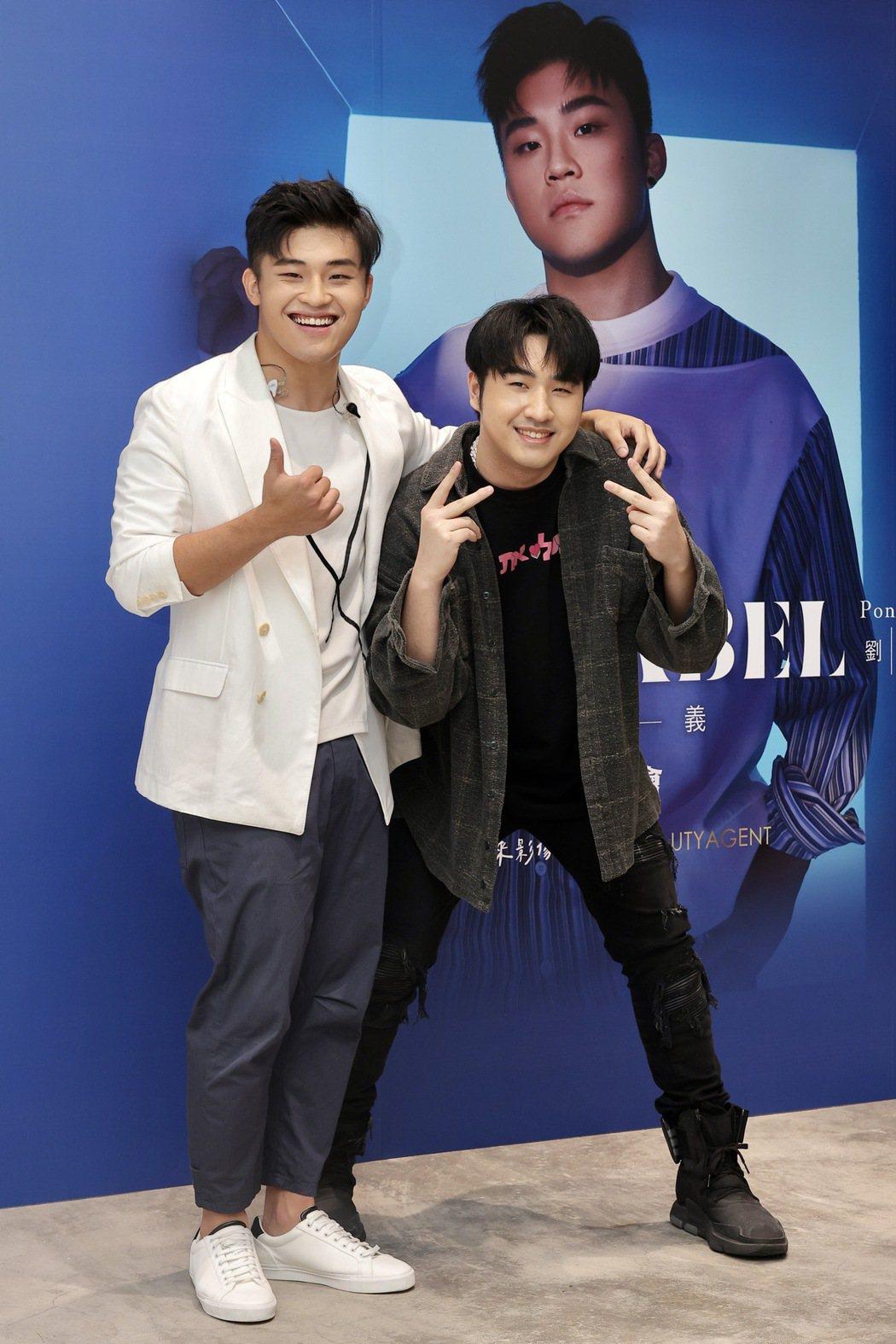 劉昊(左)和伯克利音樂學院學長鹿希派約好未來要一起合作。記者李政龍/攝影