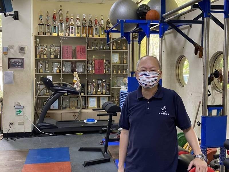 高雄中學新任校長莊福泰擔任鼓山高中校長期間,推動體育班成效卓著,學生在舉重和拔河運動賽事都有亮眼成績。圖/莊福泰提供