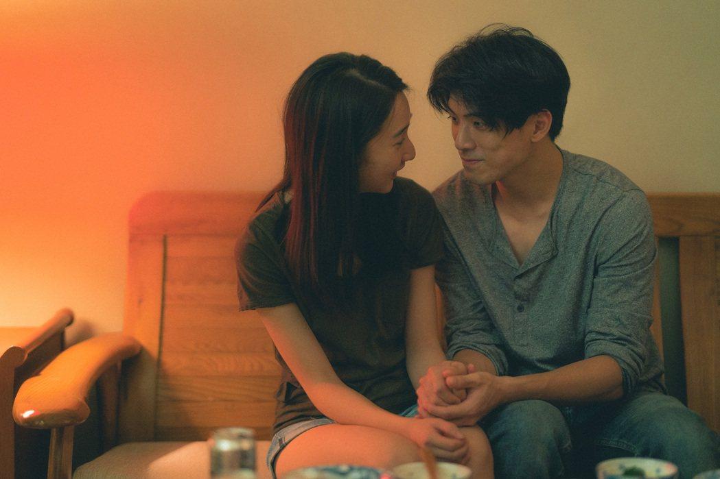 李沐(左)與林哲熹(右)在電影中甜蜜相愛。但預告中卻透露似有隱情。圖/電影「青春...