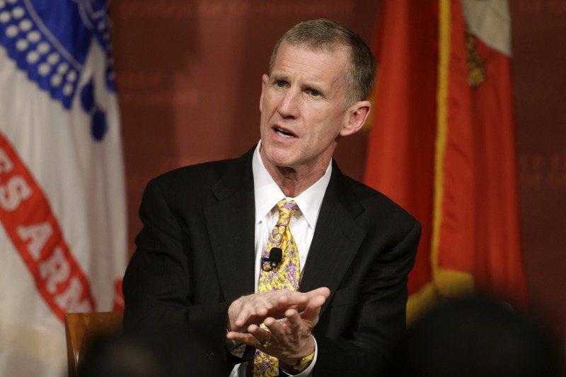 美國陸軍退役四星上將麥克里斯托2013年3月在哈佛大學發表演說。美聯社