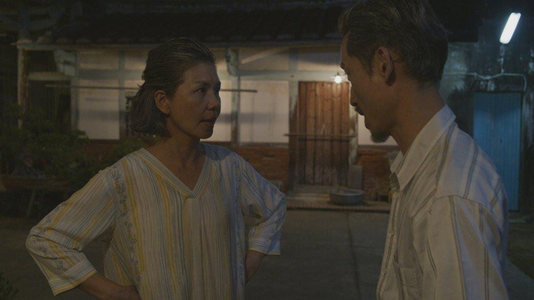 陳竹昇(右)、于子育在「俗女2」中的吵架戲。圖/華視、CATCHPLAY提供