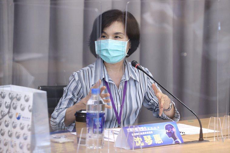 泛視神經脊髓炎專家會議於八月卅一日舉行,台灣神經免疫疾病協會代表沈琴惠分享經驗。...
