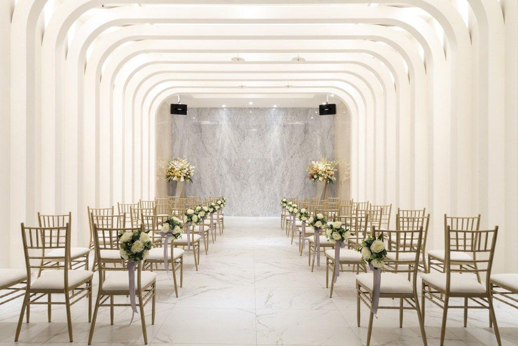 新天地打造浪漫唯美的證婚禮堂,讓新人與賓客擁有更舒適悠閒地互動。新天地提供