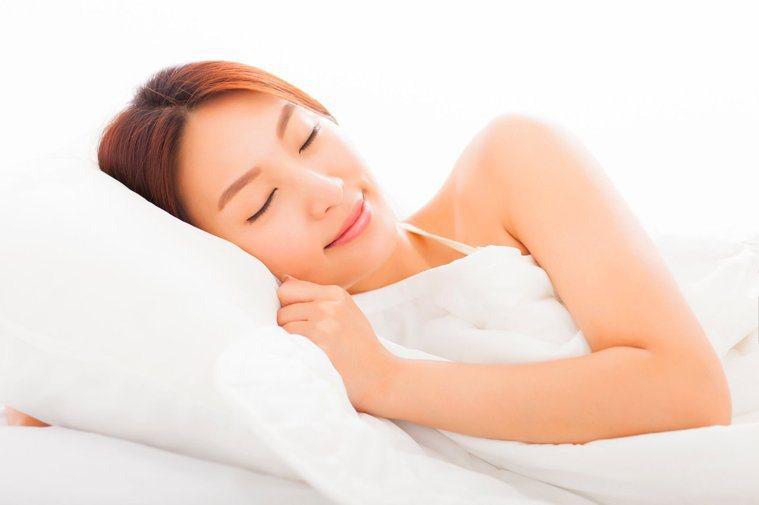 良好的睡眠習慣,有助於降低染疫機率。圖╱123RF