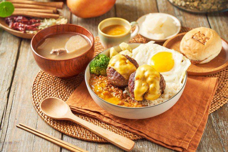 芒果鹹蛋黃白咖哩佐和牛漢堡排,每份365元。圖/溫咖哩提供