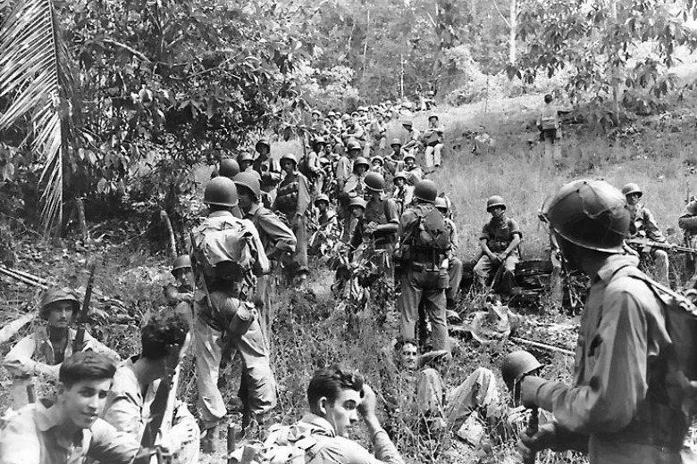1942年11月美軍於瓜達康納爾戰役期間在野外休息。 圖/維基共享