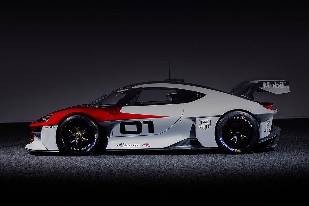 這款四輪驅動跑車在排位賽模式下可輸出近於1,100ps的強勁動力,2.5秒可完成...