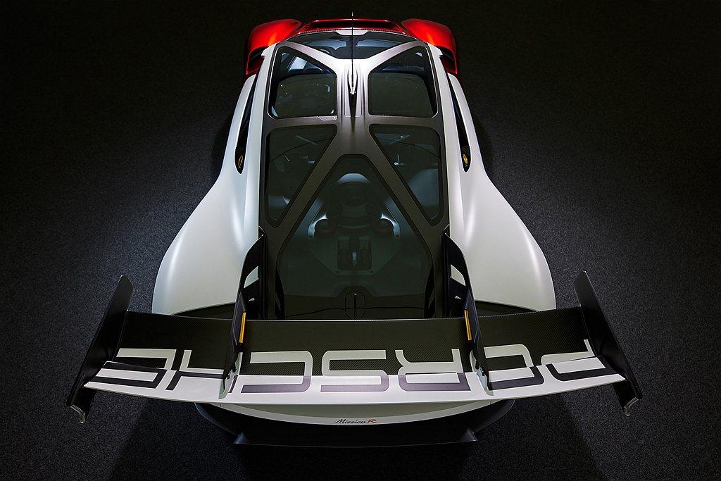 保時捷Mission R前軸電動馬達最高輸出功率為435ps(320kW),後軸...