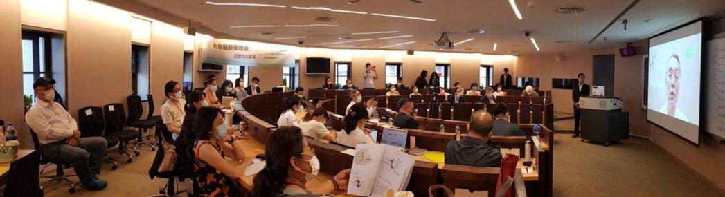 社會創新管理師成果發表,施振榮董事長數位致詞。 圖/「台灣社會創新永續發展協會」...
