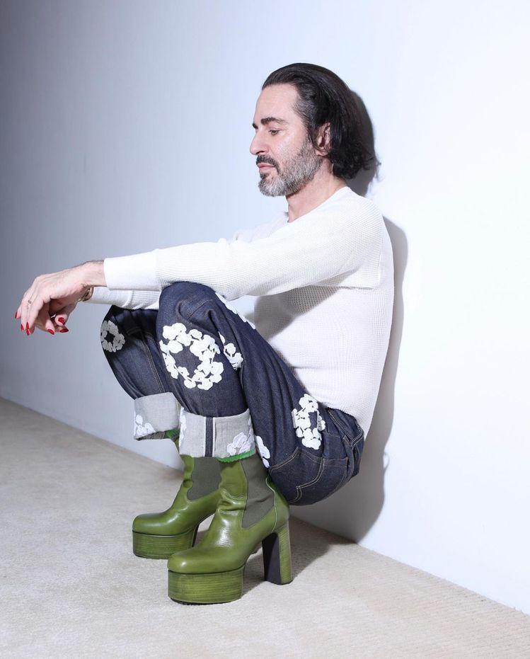 時尚小馬哥近期很喜愛搭配Rick Owens的厚底靴。圖/取自IG @thema...