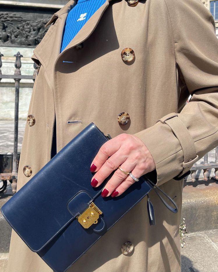 Marc Jacobs常變換指甲油,他在巴黎的造型包括CELINE經典包款。圖/...