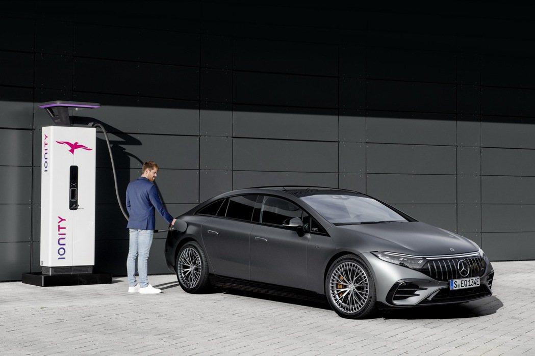 EQS 53配置107.8 kWh和AMG專用接線的400V鋰離子電池,續航里程...