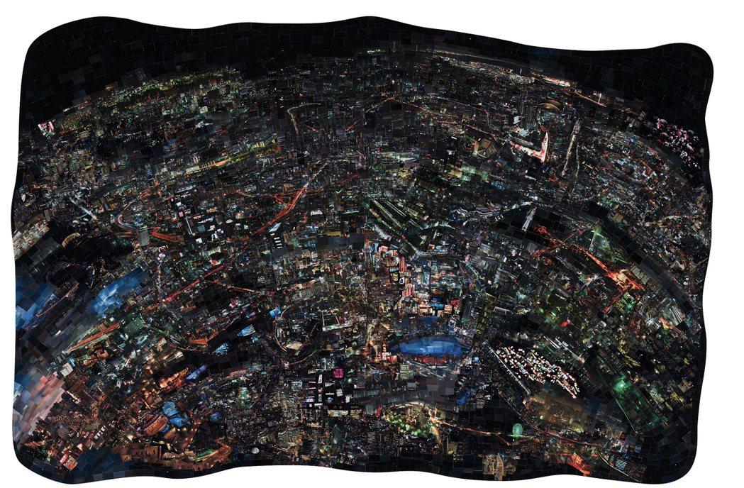 西野壯平的作品,以日本各地夜晚拍的城市風景圖片,拼出一座虛構的城市夜景。圖/姚謙...