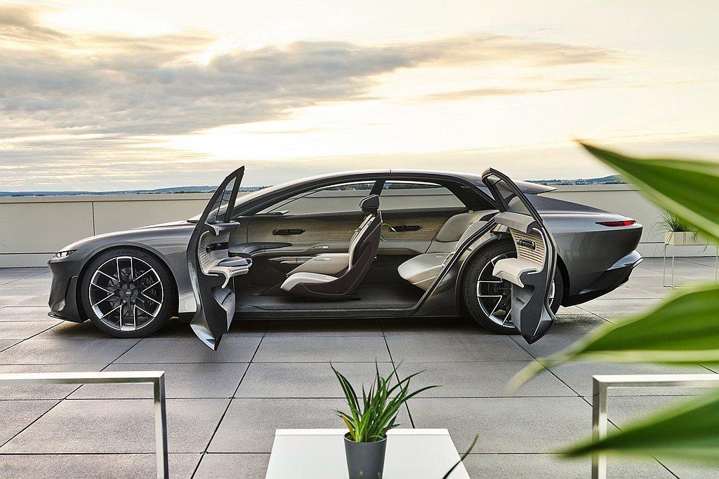 Audi grandsphere concept車室設計取消B柱結構,採用對開式...