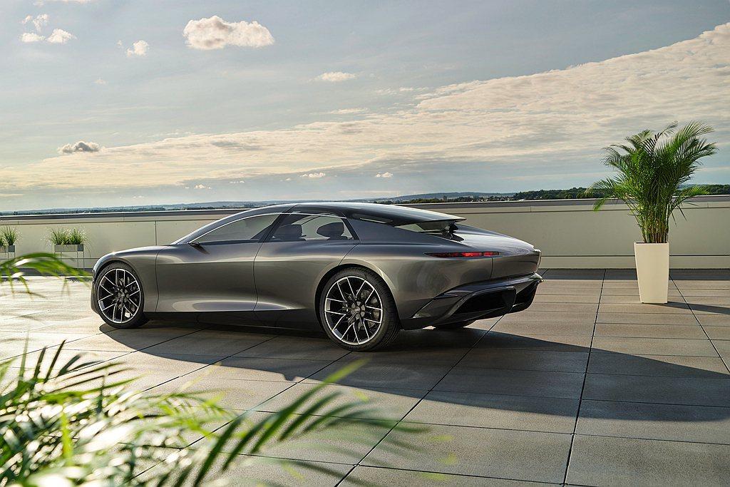 在續航力表現上Audi grandsphere非常適合長距離行駛,取決於所選的駕...