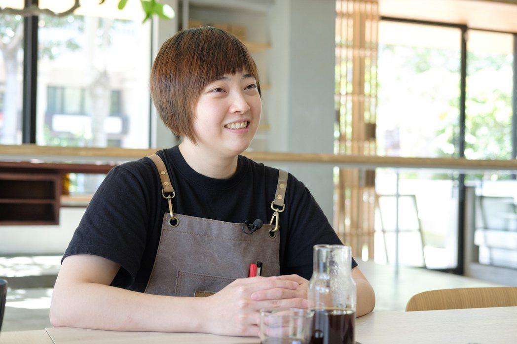日遲創辦人黃思喬希望透過咖啡與食物作為媒介,讓人親近作品與藝術家。 圖/沈昱嘉攝...